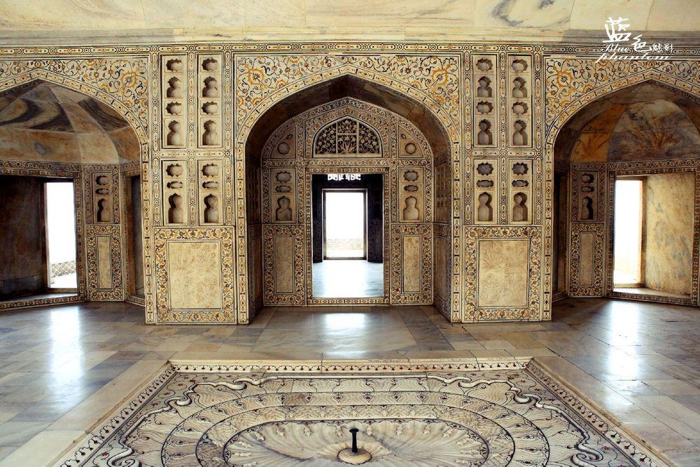 用石头建造宫殿,要比砖木结构难上n倍,但却可以保留千年不朽.