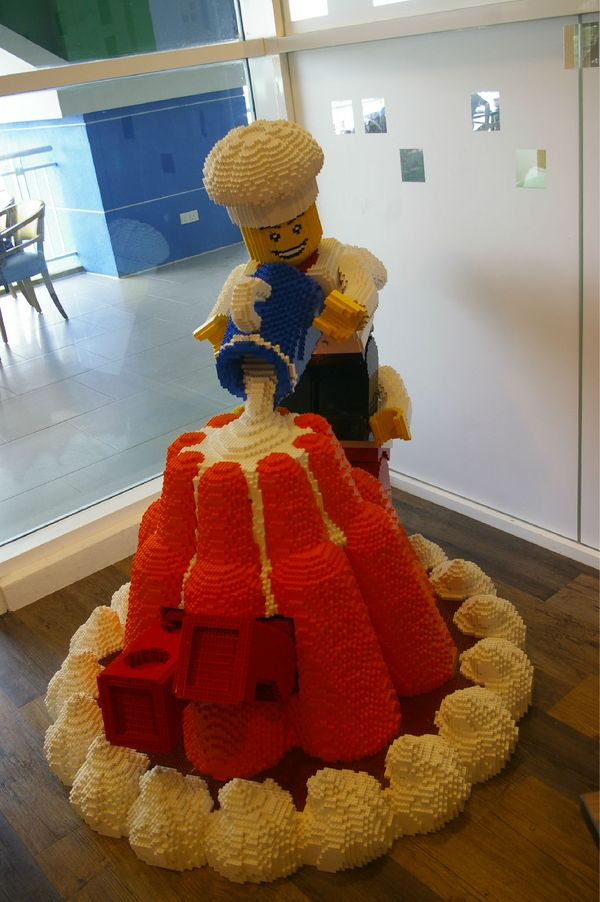 乐高奶油蛋糕里面埋了一个乐高小人人.图片