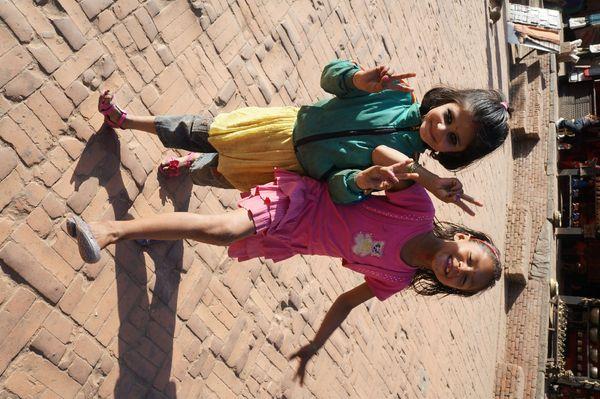 尼泊尔的小女孩,天真可爱图片