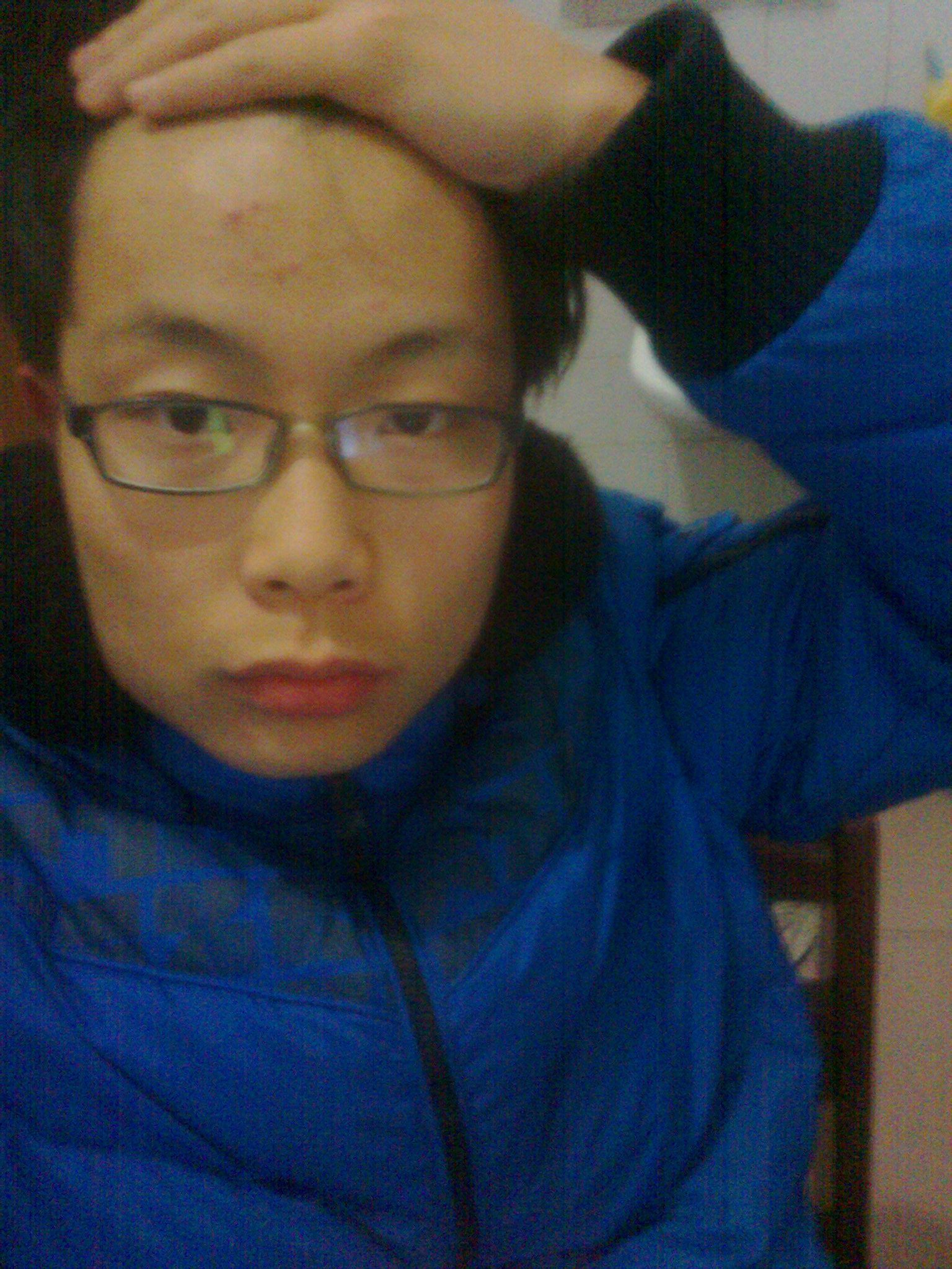 我是方块脸,下额比额头宽点,留什么发型图片