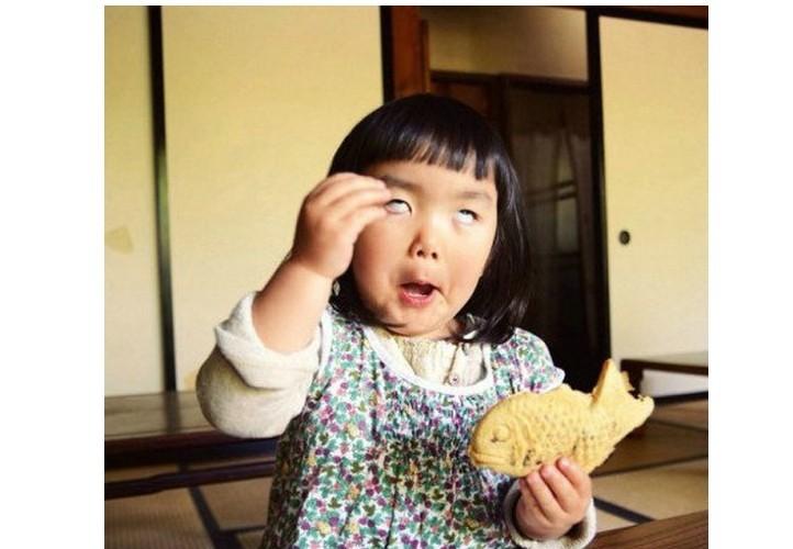 求这个小女孩的图片越多越好 当头像哒哒哒 谢谢咯图片