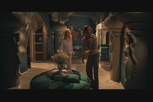 小男孩和女人电影_有一部电影 主角是一个小男孩 好像能看见鬼魂.有一个