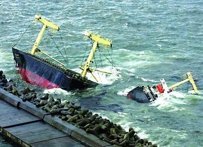 梦见坐船掉到水里了
