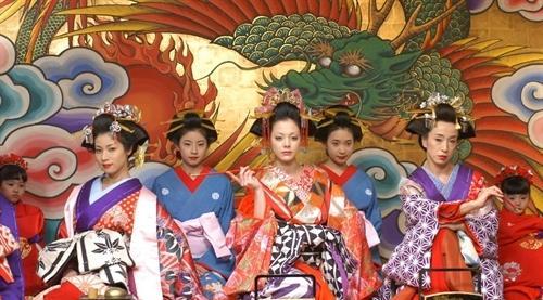 湿打打的汗水打湿了榻榻米日本三级片_求一部日本三级片讲的是关于日本妓女还是艺妓的忘了