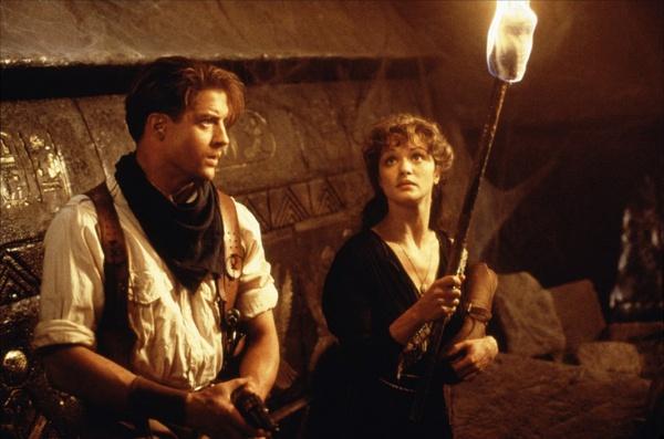 美国电影《木乃伊》三部曲,又名《盗墓迷城》