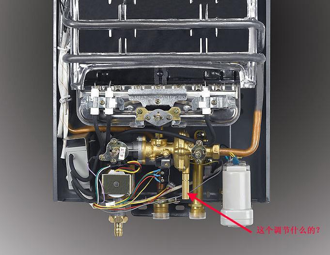 燃气热水器下面那个铜状旋钮是调节什么的?我的热水器图片