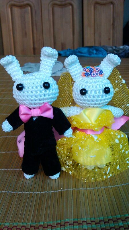 有谁知道毛线编织小兔子玩偶的具体织法