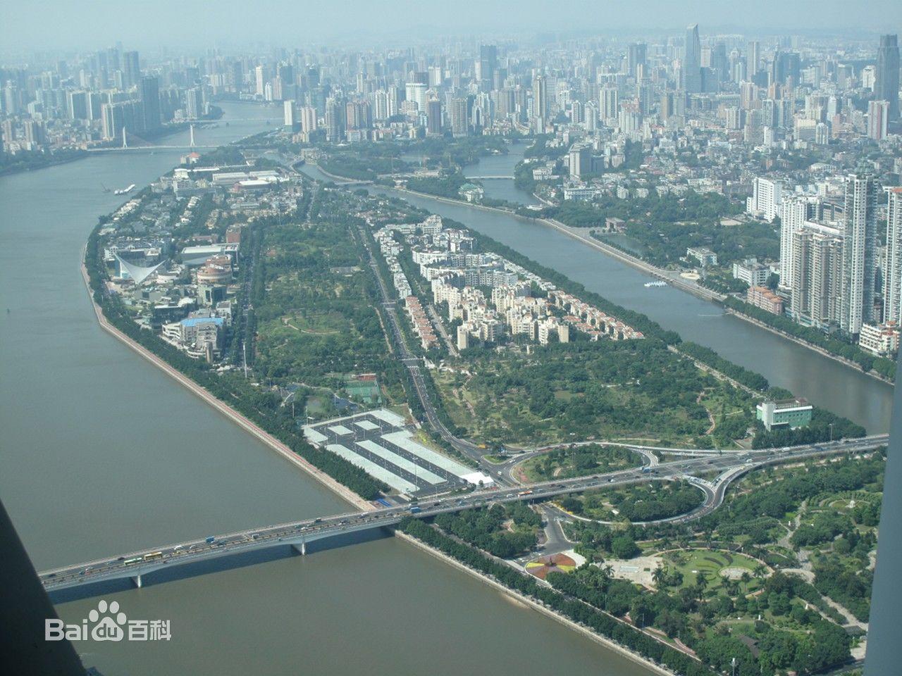 位于广州二沙岛烟雨路的广东美术馆,西衔星海音乐厅,北接绿草茵茵,南