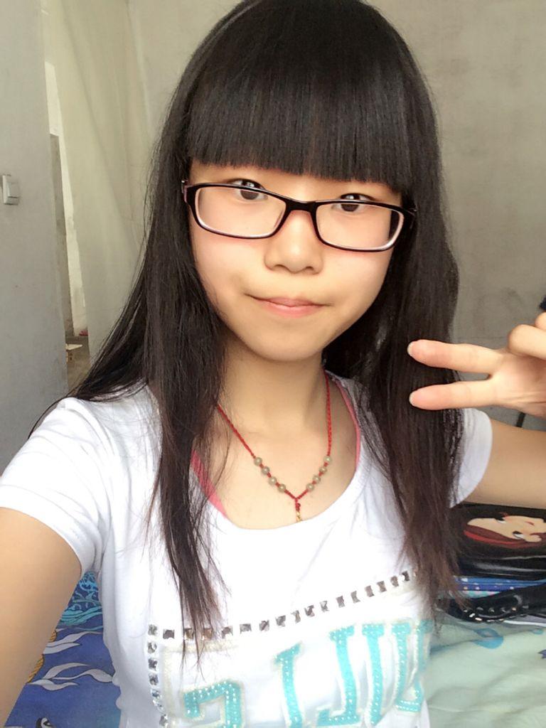 我适不适合剪空气刘海,个人觉得脸大,,,不知道该怎么修理,觉得平图片
