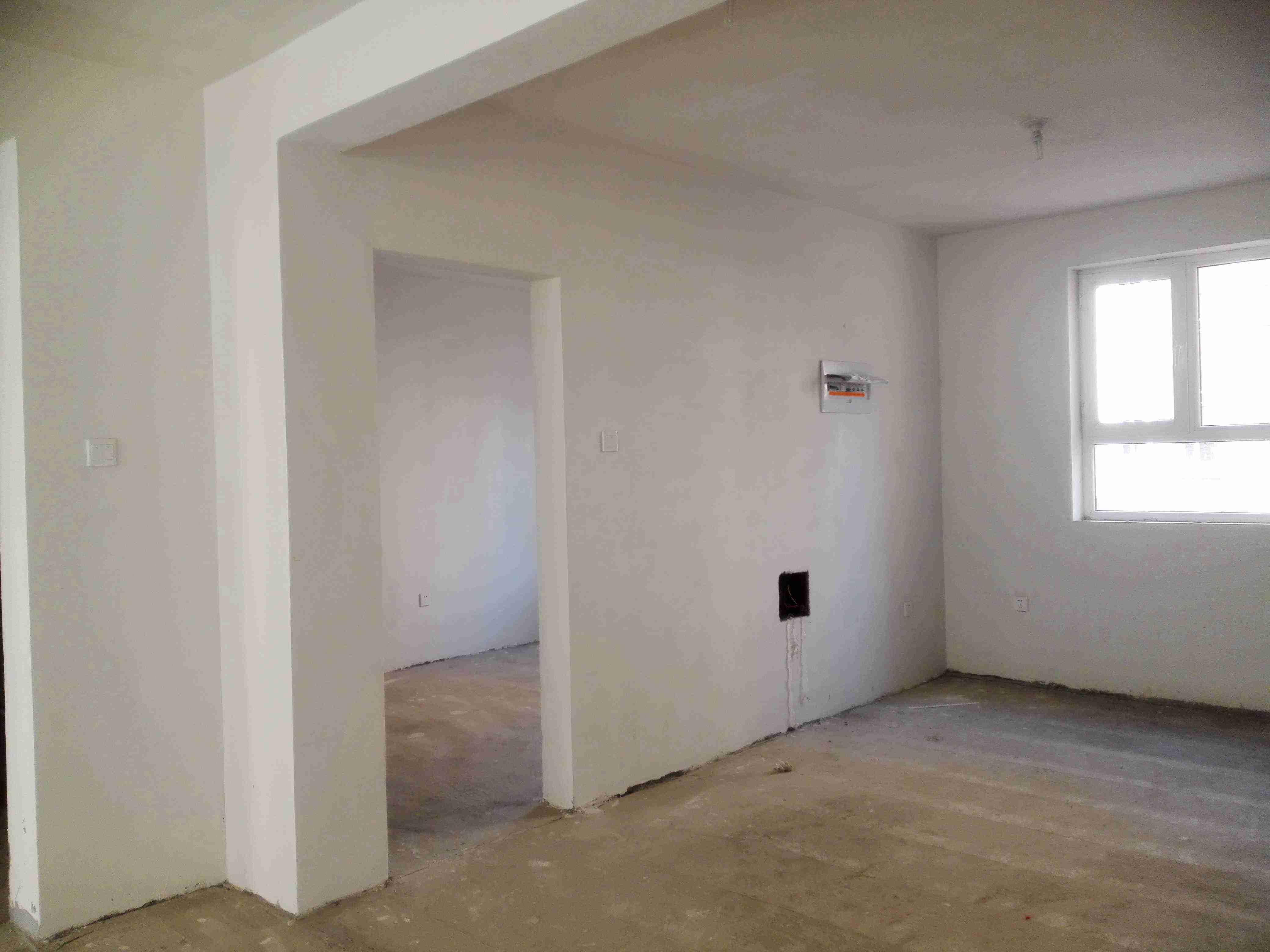 7米 客厅与餐厅之间有一道过梁30厘米高,吊顶如何处理房子不压抑?
