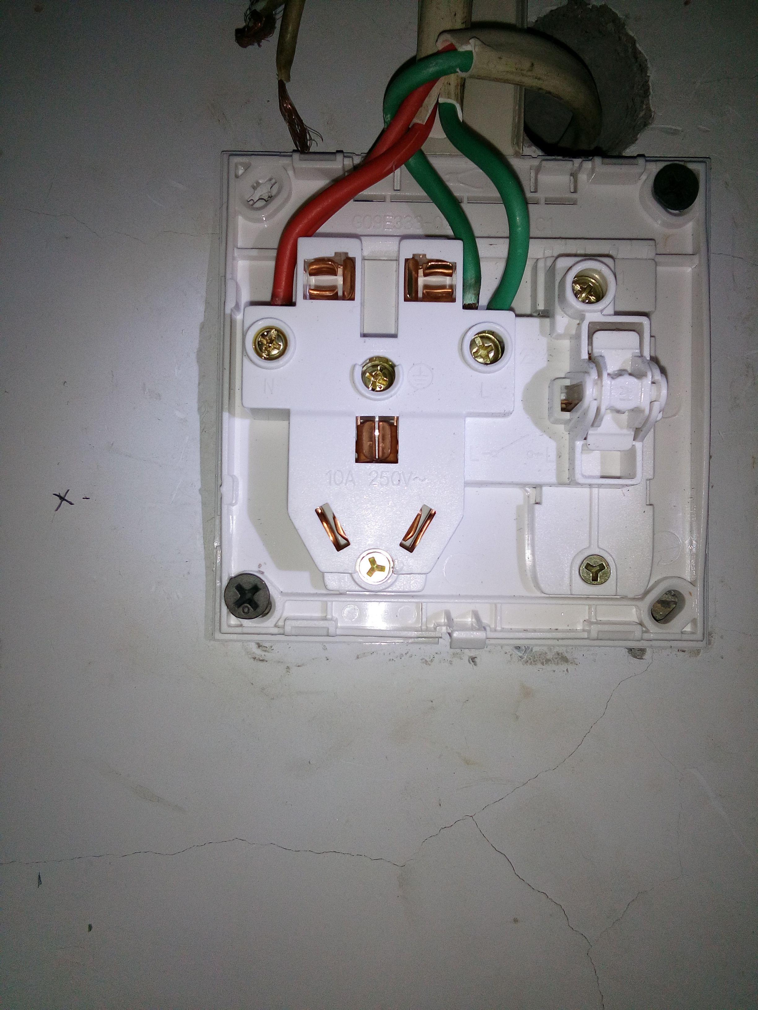 公牛墙壁开关插座一开五孔四个接线柱都怎么接线