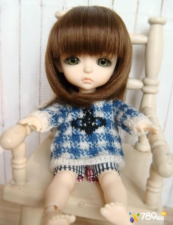 亚麻色头发的小娃娃.                追问 没有哎~!