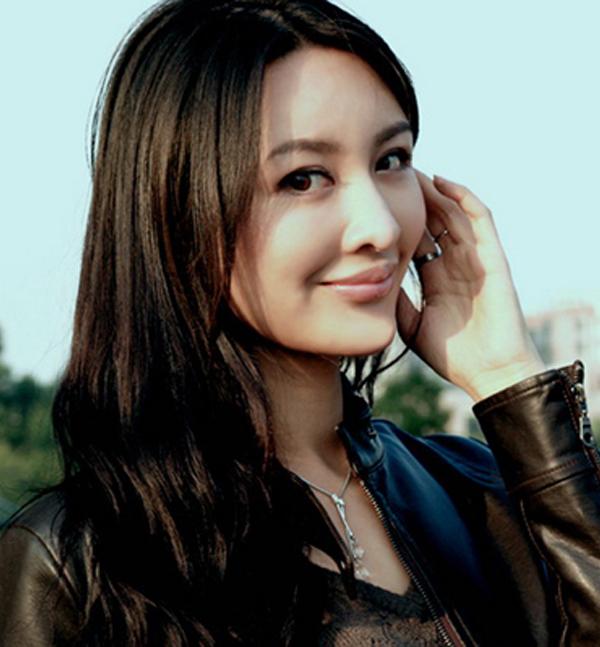 徐迪,女,演员12,模特.