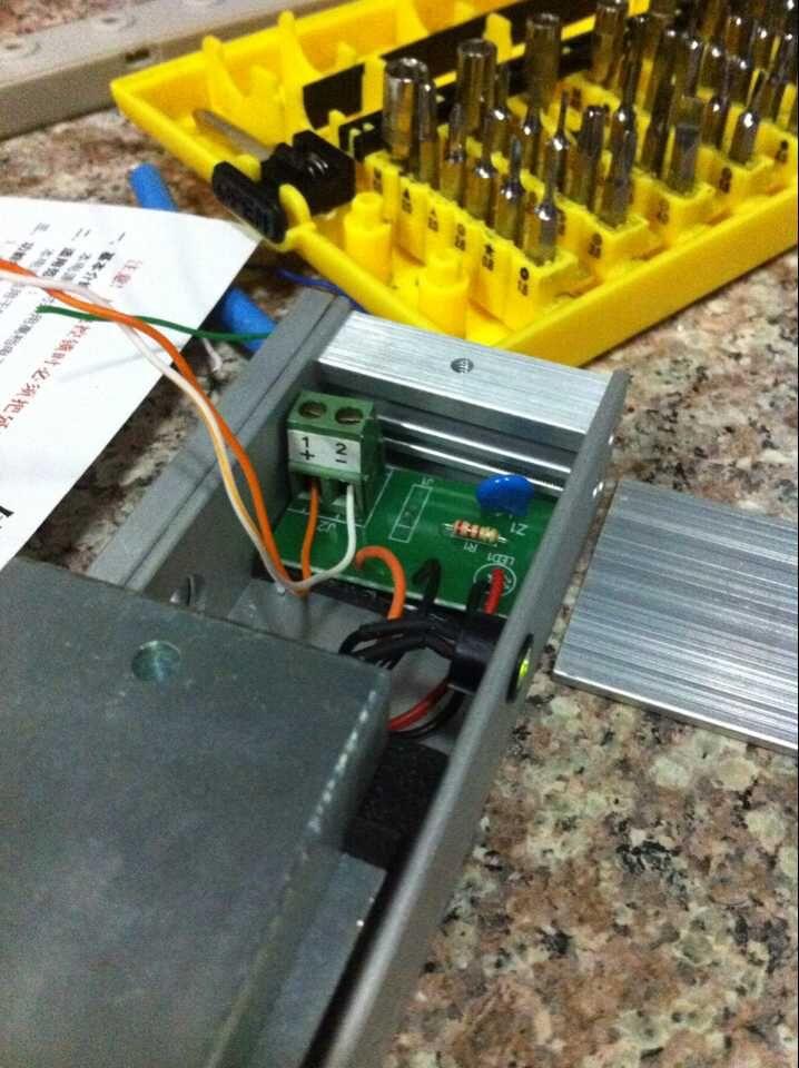 门禁电源与刷卡机 ,电磁锁他们之间怎么连接?