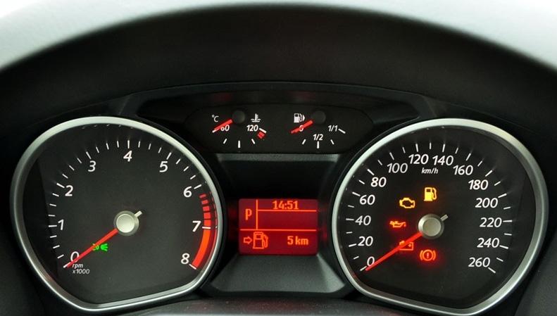 蒙迪欧致胜时尚型机油温度表和油表中间的灯亮是怎么回事?图片