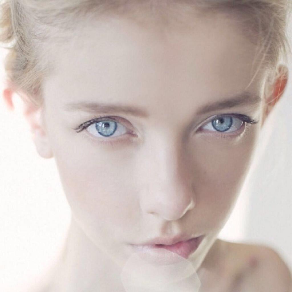 找一张蓝眼睛欧美女孩的照片原图