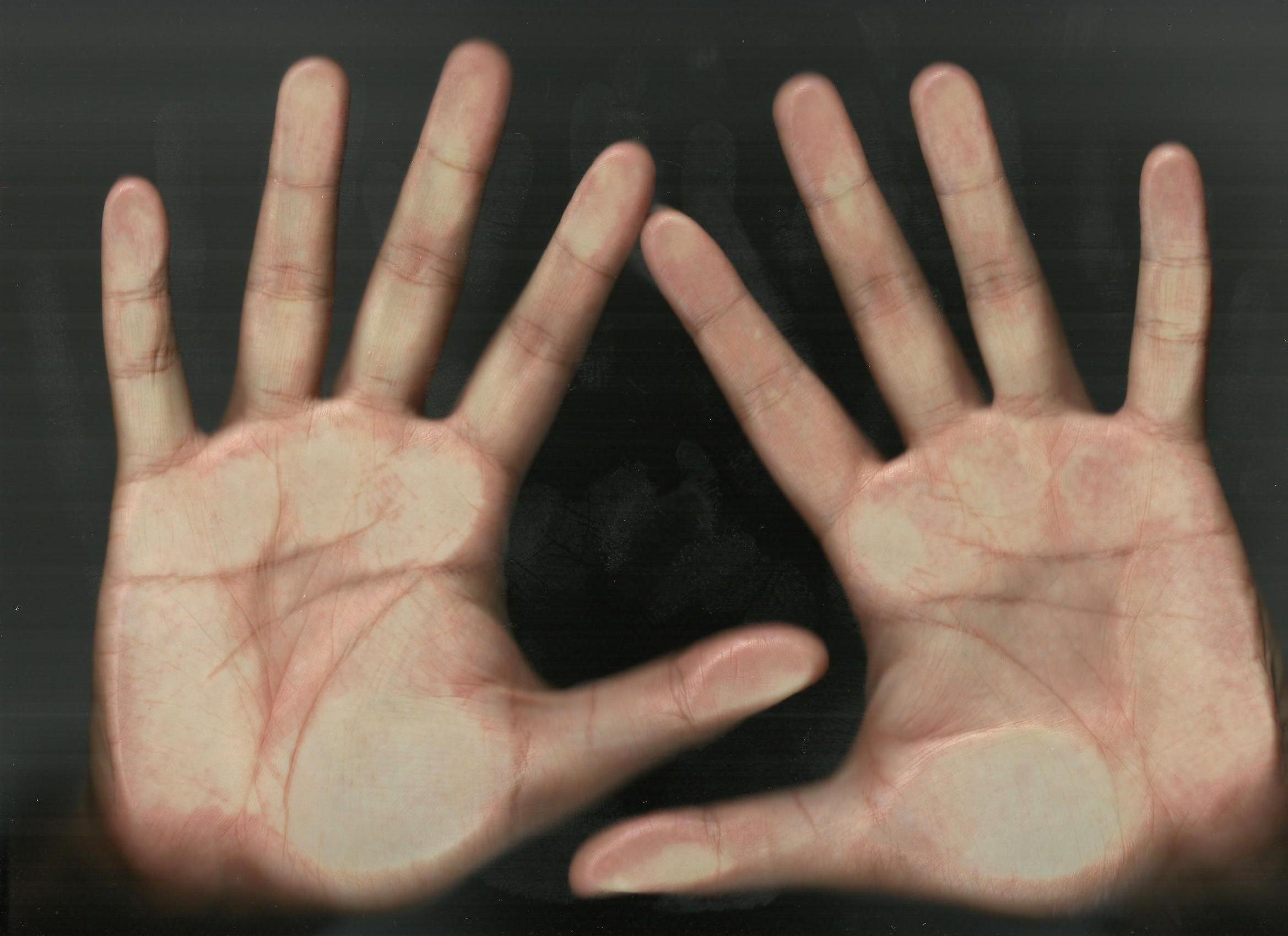请各位手相高人帮我看看手相!图片是左手右手顺序的