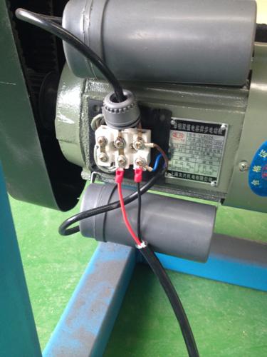 怎样用脚踏开关控制这个单项双值电容异步电机,只要顺图片