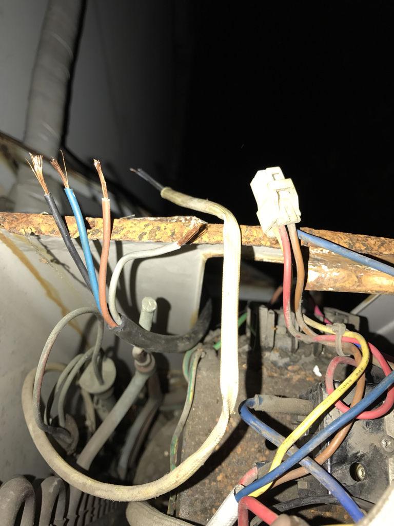 格力kfr45gw空调室外机接线图,内机出来主线3条,附线4