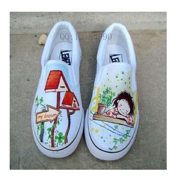 求几组可爱的手绘鞋子素材图片
