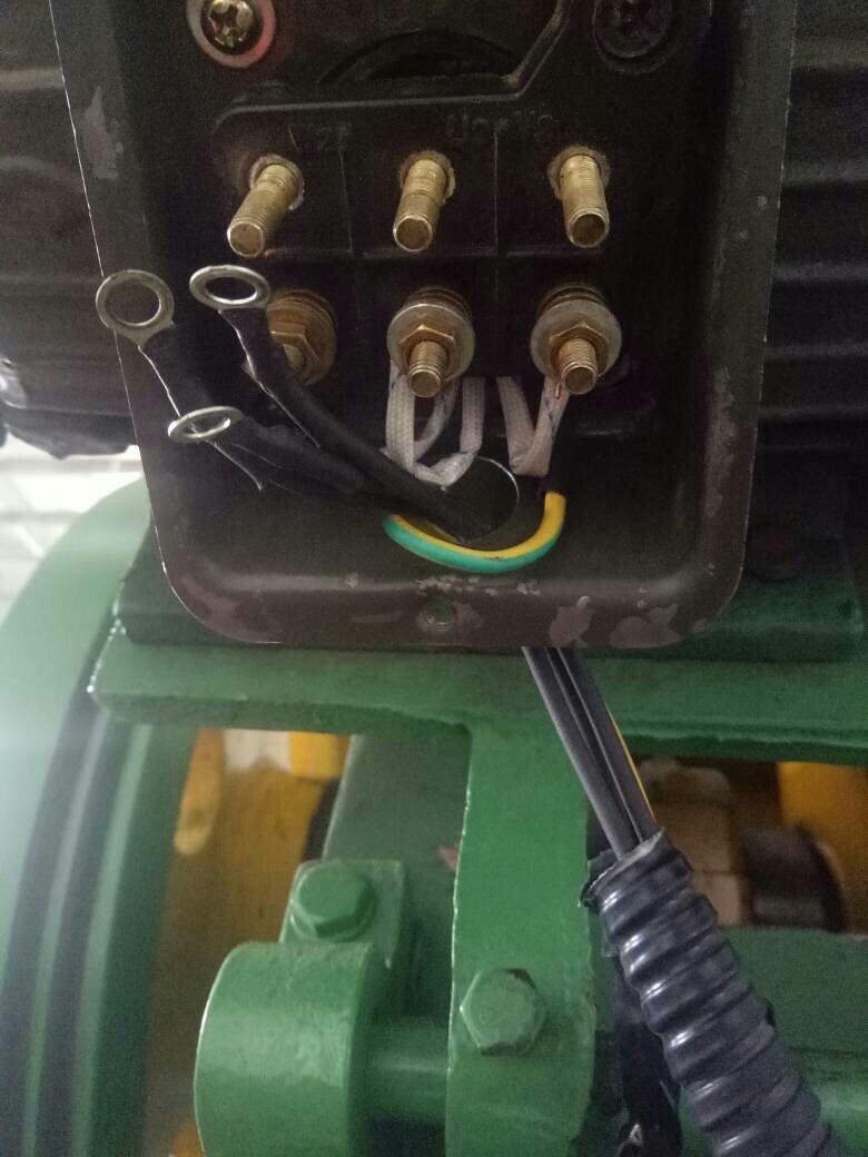 三相异步电动机怎么接线啊?