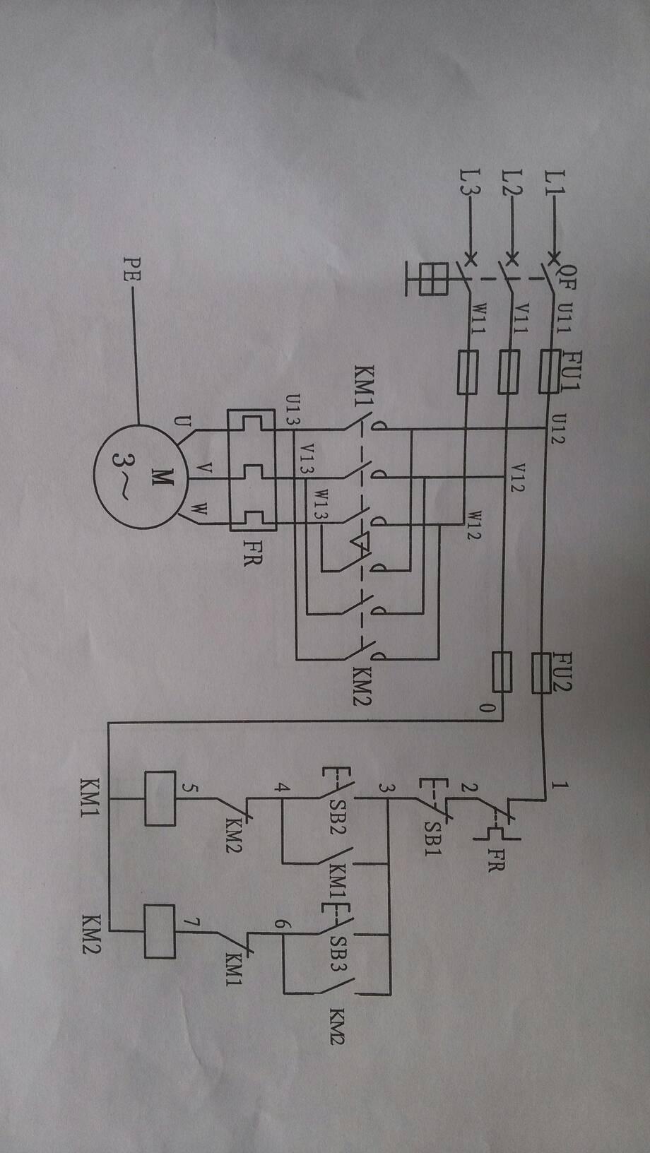 将行程开关的常闭触点串联在控制回路中即可