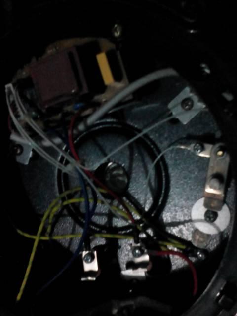 请问怎么办?图片上的接线怎么处理?那个是压力开关?