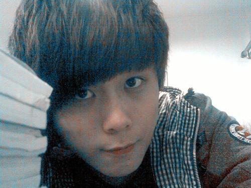 17岁_17岁帅哥照片,头发没染色,最好是校草