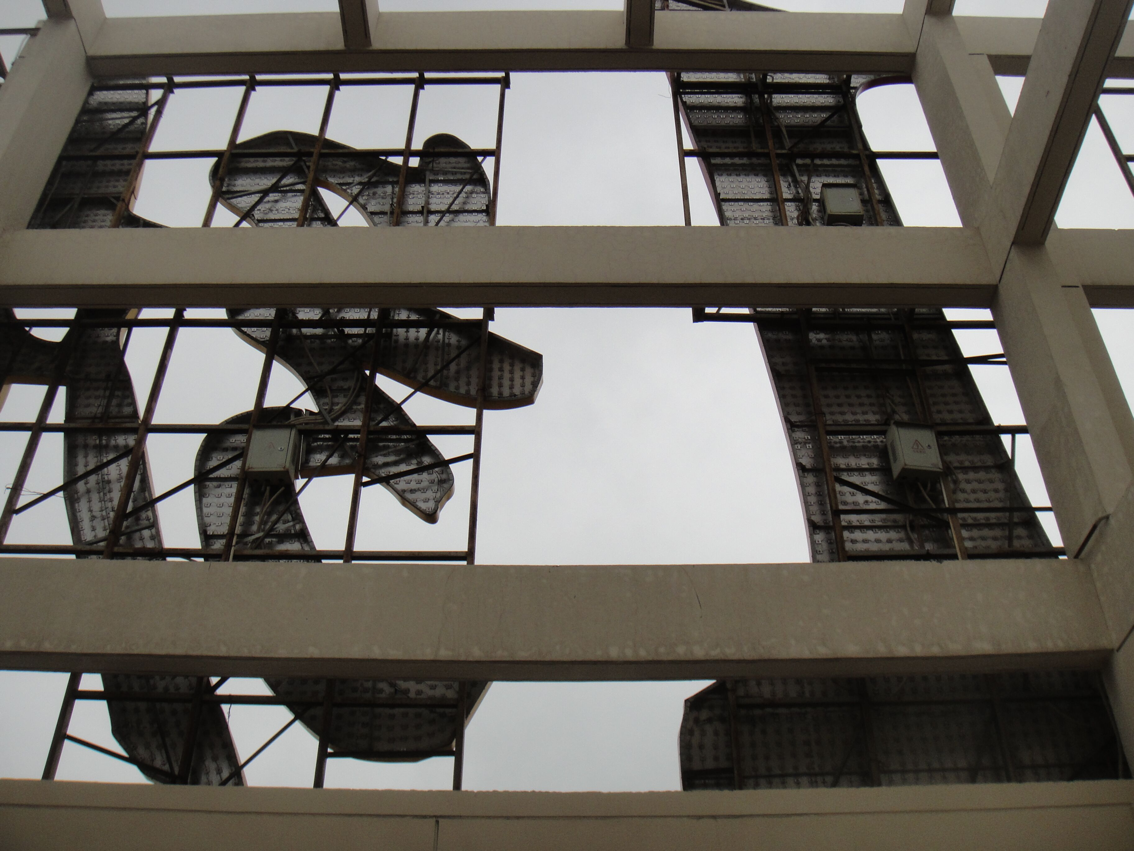 楼顶发光字钢结构(180平方)除锈刷两次漆人工费价格