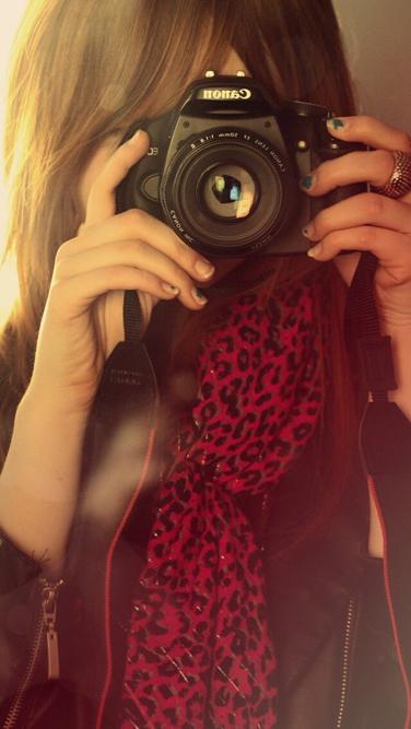谁空间有男女生头像拿相机的那种 告诉我扣扣我加你 我只要图片