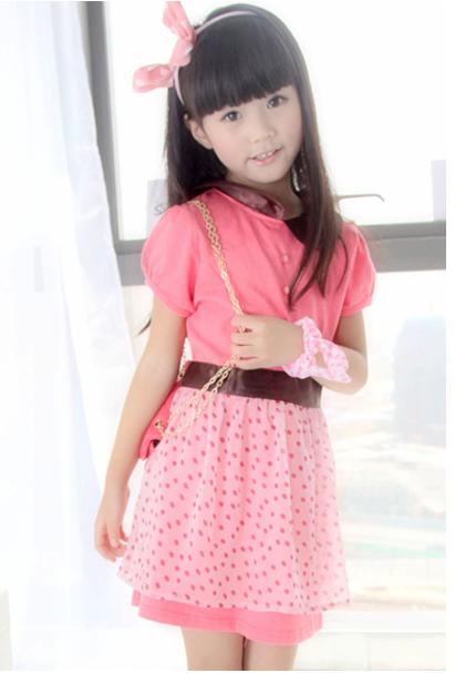 我想找一张穿粉色衣服很可爱漂亮小女孩图片