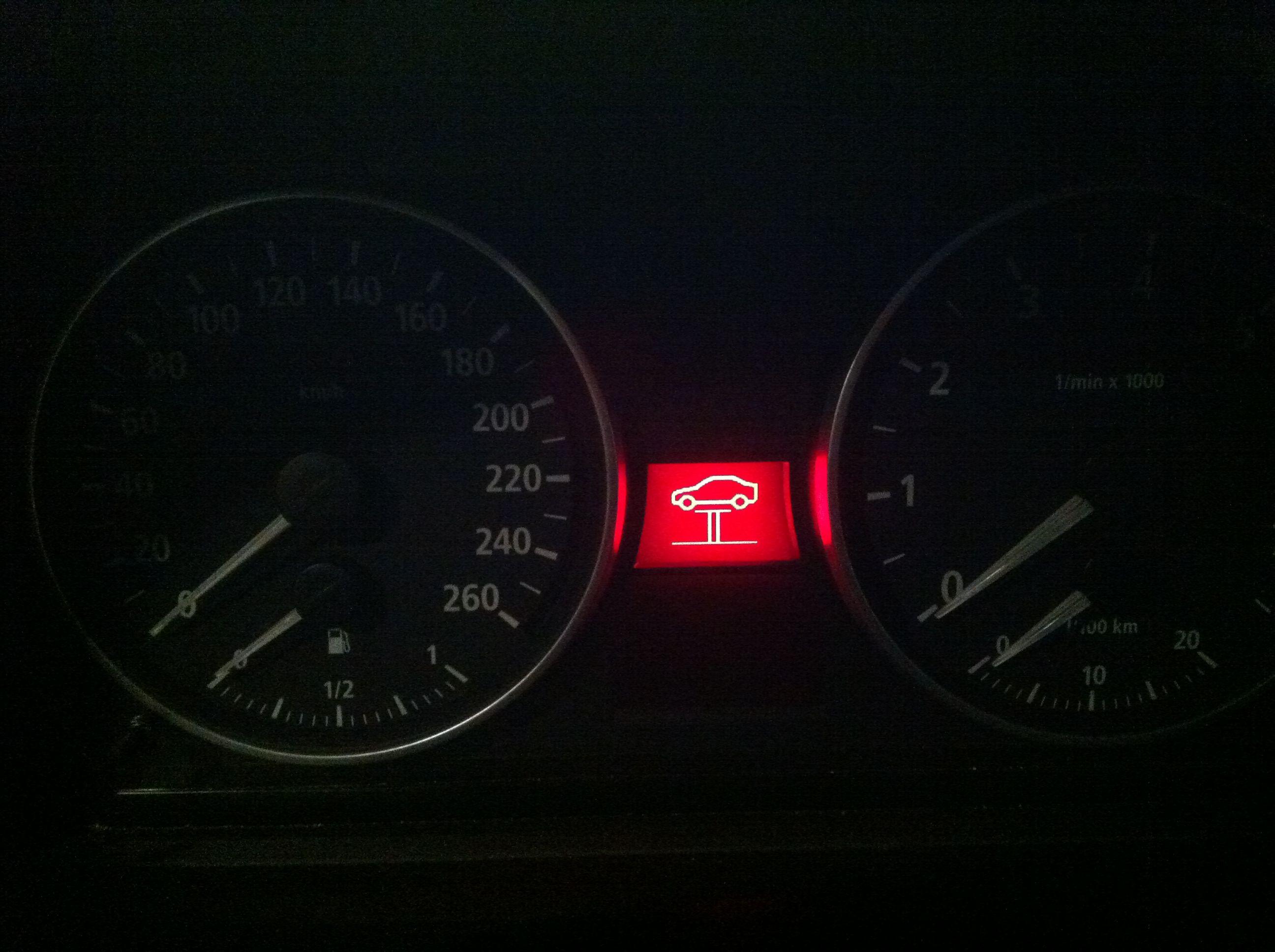 请问宝马大神,昨天车子仪表盘出现此图案的警示灯是神