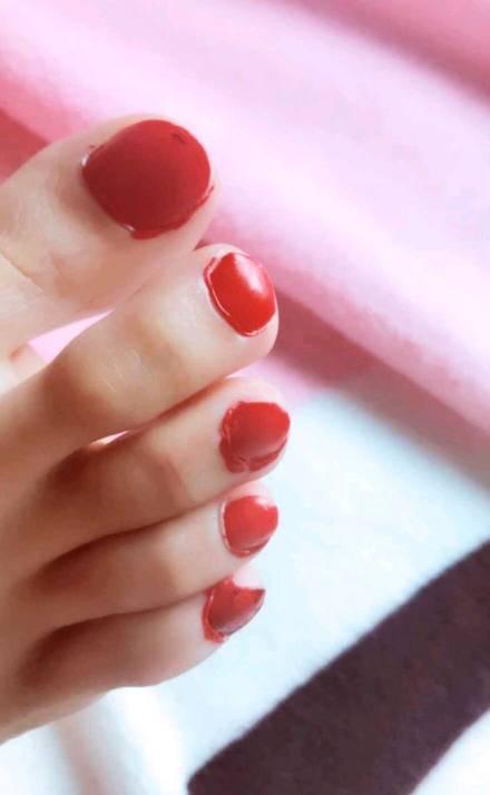 男盆友喜欢啃我的脚趾头,zuoai的时候还会she在我的脚