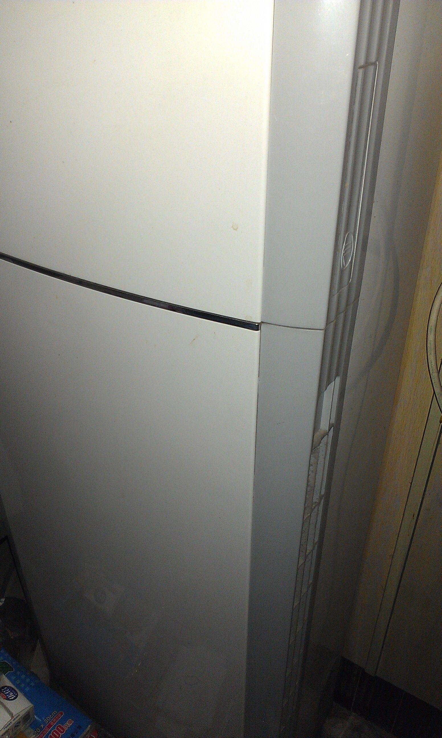 美的立式空调的滤尘网在哪里啊?