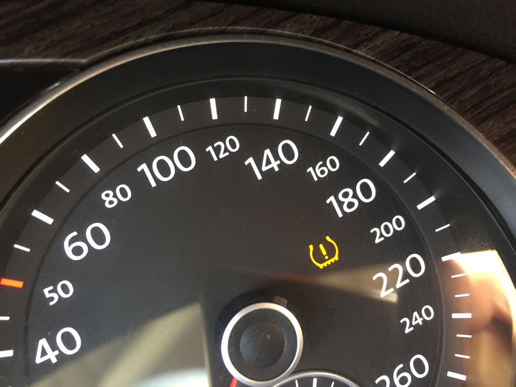 迈腾2.0t仪表盘上显示黄色感叹号求解