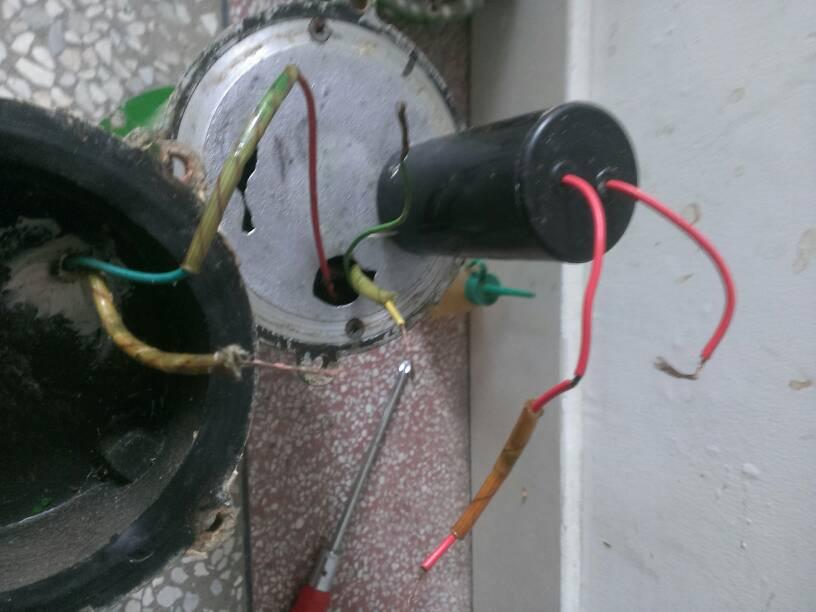 绕组有三根丝红黄兰,进线有二根相线和零线,请问怎么与电容两根同颜色
