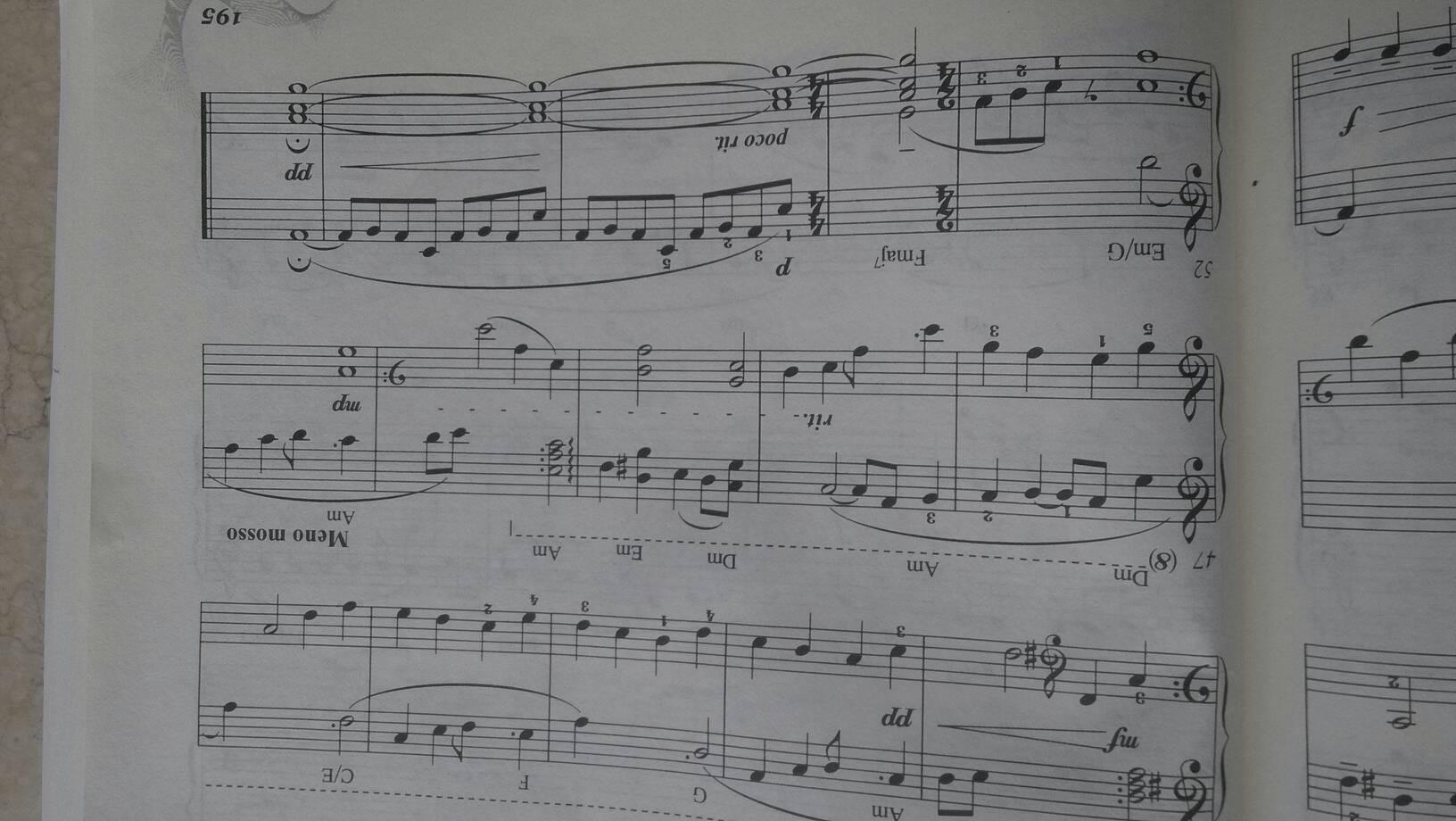 高音谱号后面的都要按照高音谱号来弹,直到之后出现低音谱号再变回去