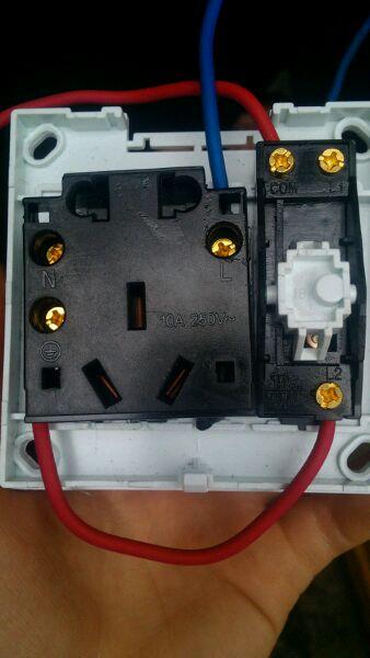 求带灯五孔开关接线图(别管上面的线)