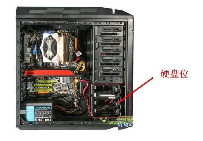 安装在机箱的硬盘位 然后连接数据线接主板上 然后连接电源 注意图片