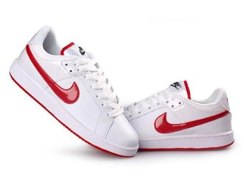 板鞋的不露鞋带的系法