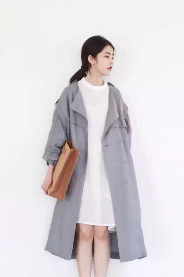 请问这个女模特穿的衣服是品牌的么?还是网店模特