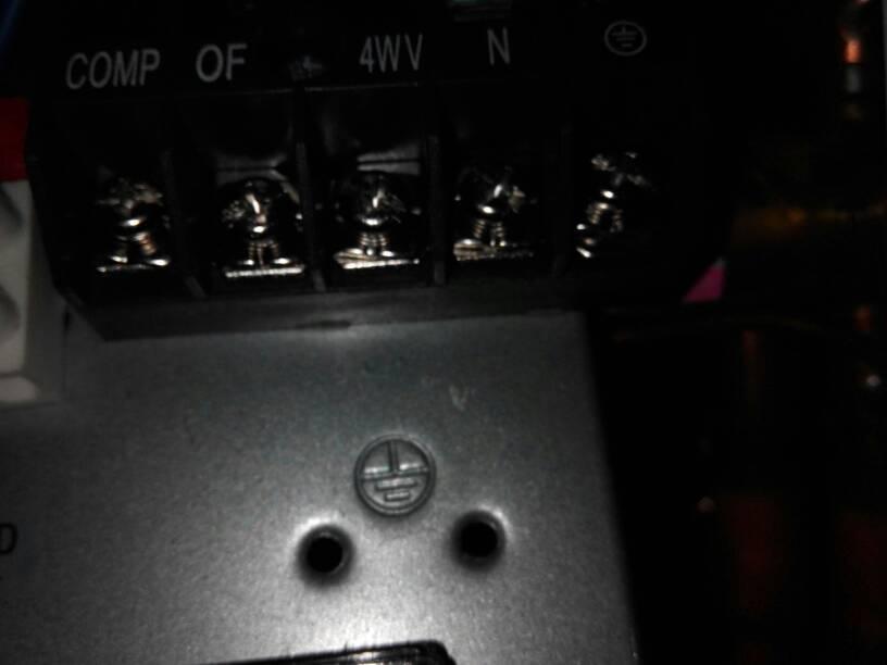 空调外机接线处电源信号线接法