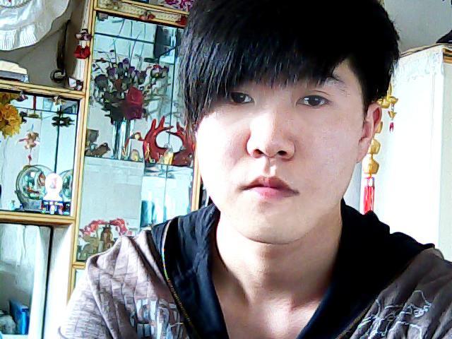 本人额头短两侧额骨高适合什么发型?图片