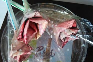 如何用钱折玫瑰花