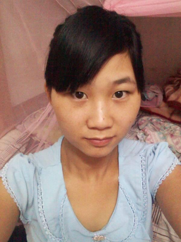 额头窄,颧骨高,脸圆下巴尖,有鬓角还戴眼镜的女生适合什么发型?图片