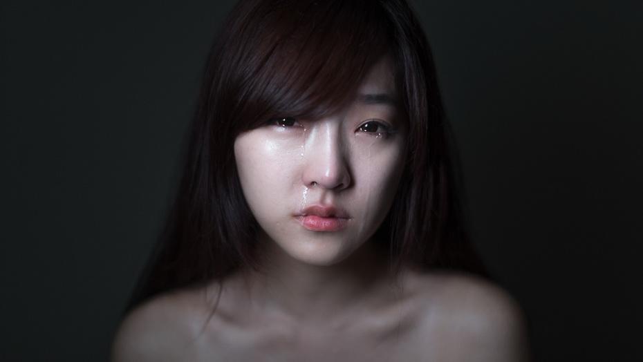 谁有女生流泪高清照片超伤感的