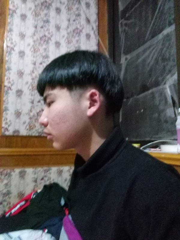 这种类似锅盖头的发型叫什么 要留多长去剪 怎么跟理发师说图片