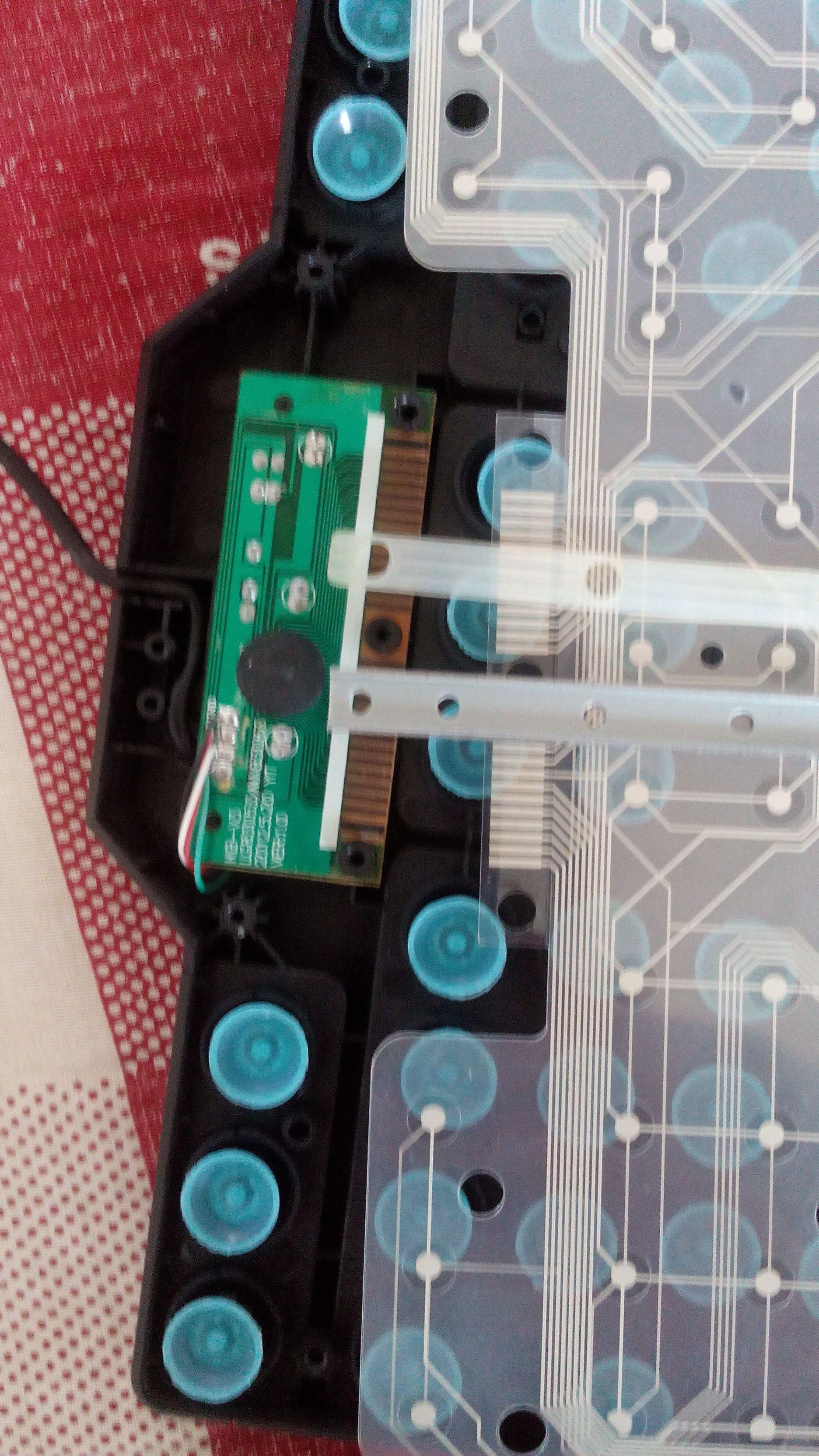 键盘打开后清洗后,电路板和铁片和软的胶垫和中间的薄膜忘了怎么重新