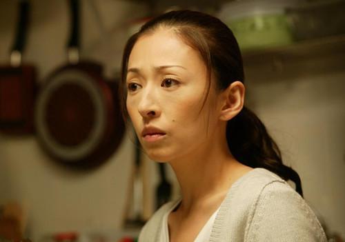 花冈实太的一个片子,扮演的是一名逃犯,逃犯女主家里