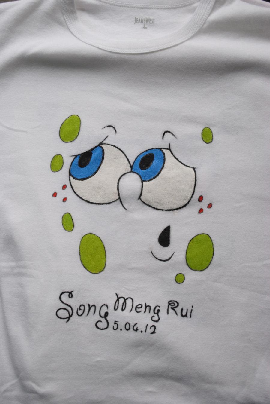 幼儿白色t恤上绘画图片